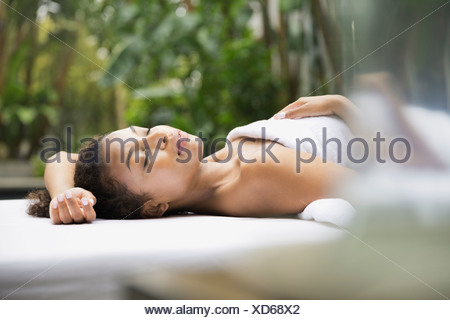Relaxed woman on massage table Banque D'Images