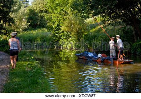 Promenades en barque sur le canal d'Oxford, Upper Heyford, Oxfordshire, Angleterre Banque D'Images