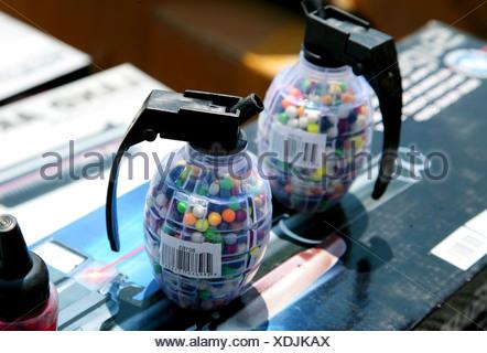 Candy dans une grenade à main dummy Banque D'Images