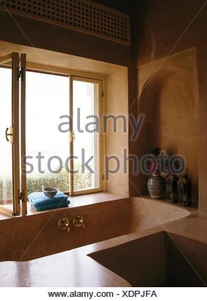 Des sols en béton moulé, dans la fenêtre ci-dessous ...
