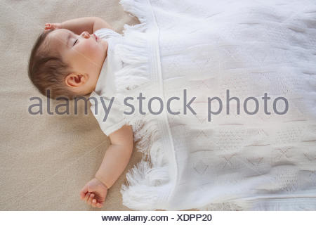 Un bébé dort Banque D'Images