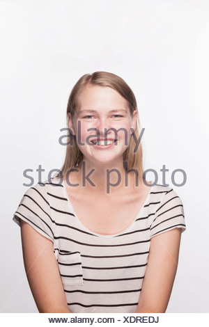 Portrait of teenage girl with Blonde hair smiling, studio shot Banque D'Images