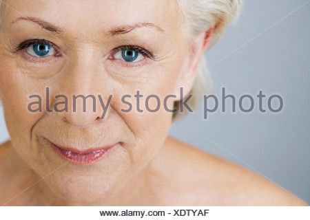 Un portrait de l'attractive senior woman Banque D'Images
