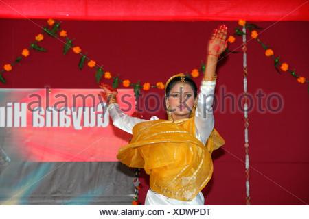 Danseuse indienne traditionnelle à une fête hindoue, Georgetown, Guyana, en Amérique du Sud Banque D'Images
