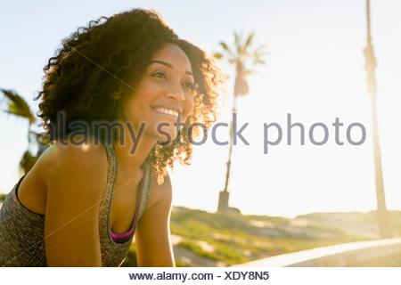 Portrait of mid adult woman, smiling, outdoors Banque D'Images