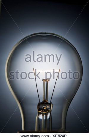 Close-Up Of Illuminated Light Bulb Banque D'Images