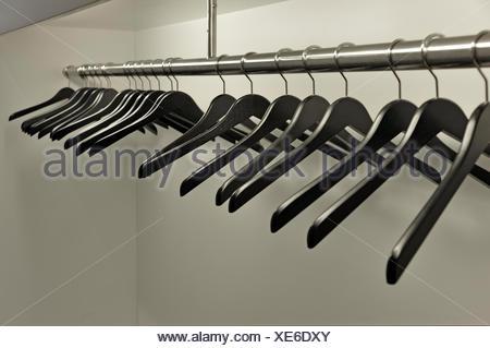 Cintres sur un porte-manteau vide, Baden-Baden, Bade-Wurtemberg Banque D'Images