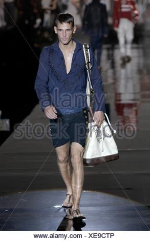 ... Roberto Cavalli Prêt-à-porter printemps été Milan défilé de mode  masculine de cheveux 8f37b43534f6