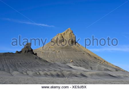 Banc de mamelon Badlands, érodé les roches de couleur à la Smoky Mountain Road vers Alstrom Point, Bigwater, Glen Canyon National