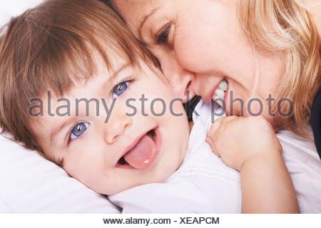 Mère et fille jouer Banque D'Images