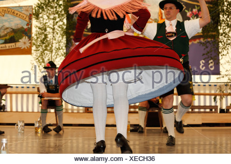 Schuhplattler danse folklorique, traditionnelle, 83e Loisachgaufest à Neufahrn, près de Egling, Haute-Bavière, Bavaria, Germany, Europe Banque D'Images
