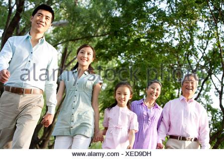 Balades en famille dans le parc Banque D'Images