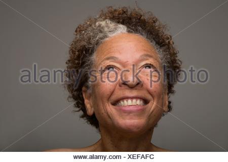 Close up portrait of smiling senior woman Banque D'Images