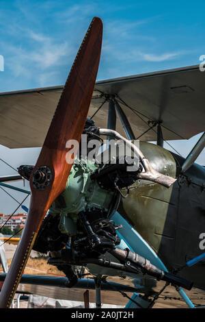 Vista laterale di Polikarpov Po 2 aeroplani storici con propulsore anteriore Foto Stock