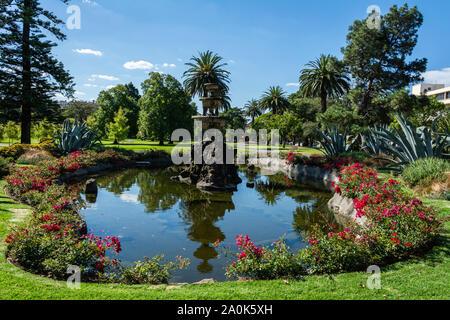 Melbourne, Australia - 8 marzo 2017. Piscina Nei Giardini Fitzroy a Melbourne, con vegetazione. Foto Stock