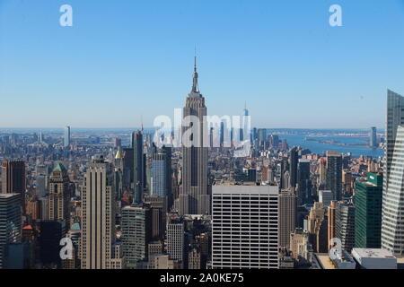 Una vista della parte inferiore di Manhattan è visto da Midtown Manhattan a New York City. Foto Stock