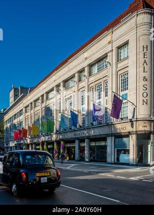 Guarisce Store Tottenham Court Road Londra. Bandiere colorate al di fuori onda guarisce i mobili e il design shop. Fondata nel 1810 da John Harris guarire e figlio Foto Stock