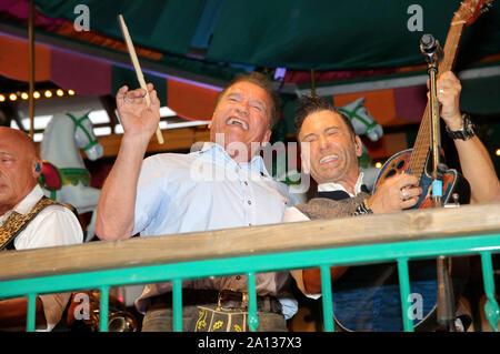 Arnold Schwarzenegger durante l'Oktoberfest 2019 a Theresienwiese il 22 settembre 2019 a Monaco di Baviera, Germania