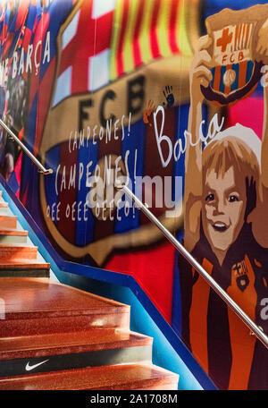 I giocatori tunnel che conduce al passo a stadio Camp Nou, Barcellona, Spagna. Foto Stock