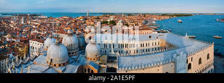 Antenna panorama di Venezia con la Basilica di San Marco e il Palazzo Ducale. Venezia, Italia