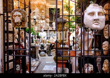 Il vecchio laboratorio di ceramica in via Torino, Roma, Italia
