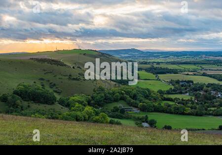Panorama da Devil's Dyke parcheggio auto di colline e villaggi del South Downs nel Mid Sussex distretto di West Sussex, in Inghilterra, Regno Unito. Foto Stock