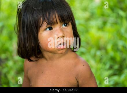 Ecuador, Tena, immersione esperienza di vita con la Waoranis del Rio Nushino, ragazzo