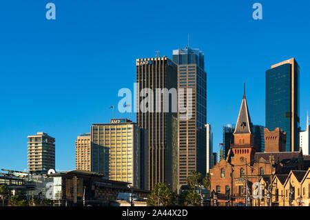 Sydney, Australia - Lug 23, 2016: Sydney Central Business District skyline con AMP edificio e Australasian Steam Navigation Co. facciata di edificio Foto Stock