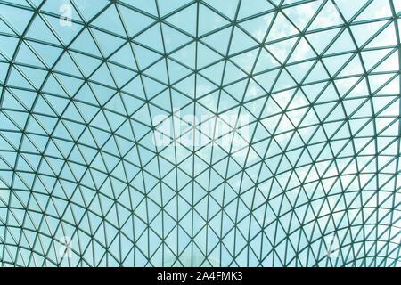 Il moderno in vetro trasparente soffitto del British museum Foto Stock