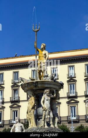 L'Italia, Campania, Napoli, fontana di Nettuno in Piazza del Municipio