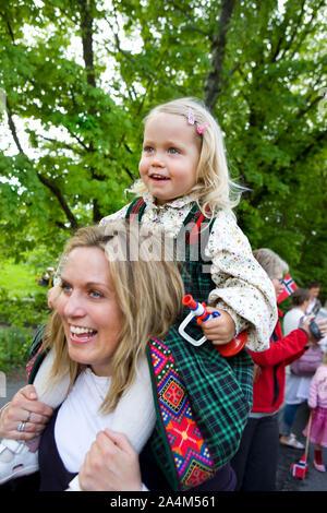 Celebrando il 17 maggio in Norvegia Foto Stock