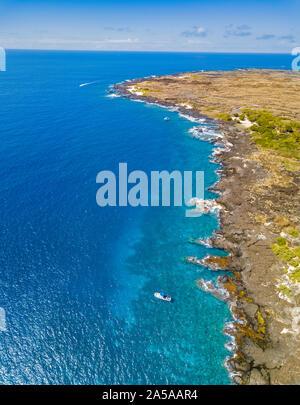 Questa antenna immagine include le immersioni in barca ancorata a Pawai Bay e Keahuolu punto appena a nord della cittadina di Kailua-Kona. La terra nella foto è parte del Liliʻu Foto Stock