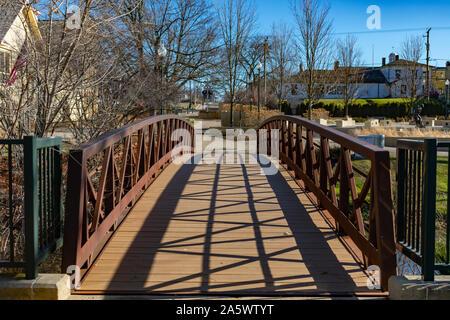 Ponte sul canale a Suburban Lockport Illinois Foto Stock