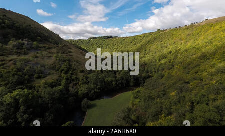 Una veduta aerea di Callow Top holiday park, campeggio in Ashbourne, il Derbyshire Peak District National Park, tende e roulottes, vacanze in famiglia Foto Stock