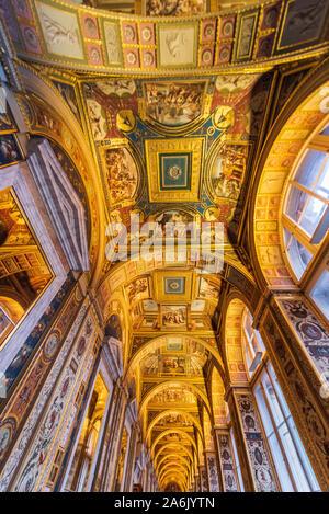 All'interno del soffitto del Museo Hermitage complessa, San Pietroburgo, Russia, Europa