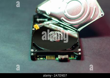 Unità disco rigido hdd aperta la riparazione di memoria i dati eliminati e fissare