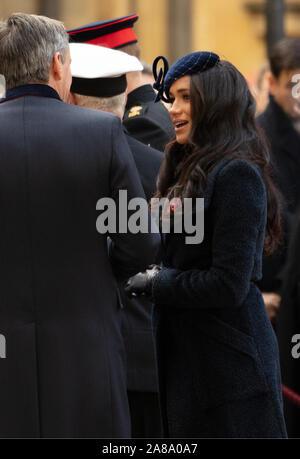 Londra, Regno Unito. 7 Novembre, 2019. Il Duca e la Duchessa di Sussex visto in occasione della cerimonia di apertura del campo di ricordo fuori l'Abbazia di Westminster, Londra, Regno Unito. Credito: Joe Kuis / Alamy News Foto Stock