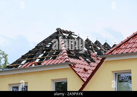 Bruciato travatura del tetto di una casa bifamiliare Foto Stock