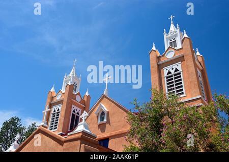 San Felipe de Neri chiesa, costruita nel 1793 e l'unico edificio nella Città Vecchia di Albuquerque, Nuovo Messico che risale al periodo coloniale spagnolo. Foto Stock