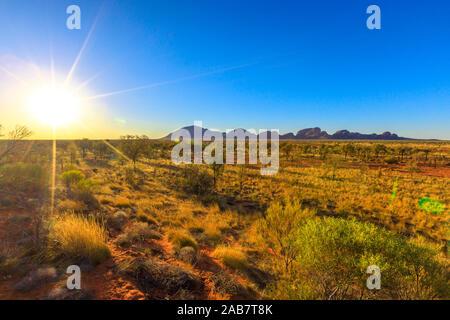 Sunray a pomeriggio di Kata Tjuta in Uluru-Kata Tjuta National Park al tramonto, UNESCO, Outback australiano, Territorio del Nord, l'Australia, il Pacifico