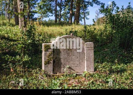 Vecchio Cimitero vicino villaggio Ornowo Ostroda nella contea di Polonia