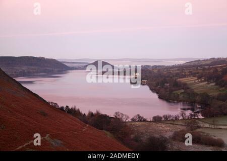 Sunset over Ullswater, nel Lake District inglese Foto Stock