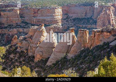 Fruita, Colorado - i forni da coke e una serie di cupole di roccia Colorado National Monument.
