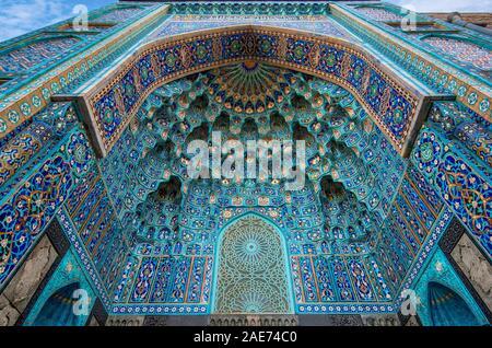 Decorazione a mosaico di ingresso di un portale a San Pietroburgo moschea in Russia