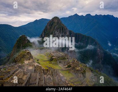 MACHU PICCHU, Perù - CIRCA NEL SETTEMBRE 2019: vista del Machu Picchu in Perù. Foto Stock