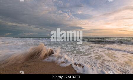 Sunrise all'Oceano Atlantico, Florida, Stati Uniti d'America