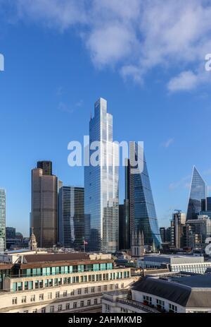 Vista di 100 Bishopsgate, un nuovo e moderno blocco uffici nella città di Londra il quartiere finanziario più alte del Cheesegrater, torre 42 e 100 Bishopsgate