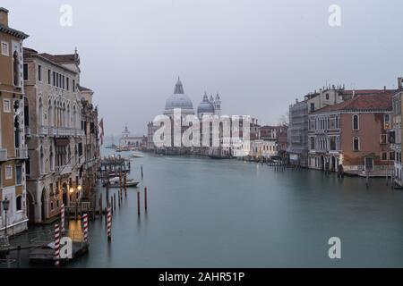 Vista del Canal Grande dal Ponte dell'Accademia, Venezia, Italia