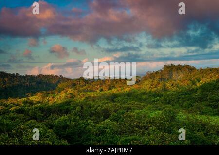 La mattina presto la luce a Garduk nel deserto Nargana, Comarca Guna Yala, Repubblica di Panama.