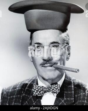 GROUCHO MARX (1890-1977) American comico e attore di cinema circa 1948 Foto Stock